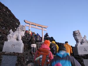 9-山頂入り口鳥居2.jpg